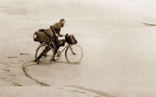 40.000 km per fiets en te voet door Afrika, in de jaren '30!