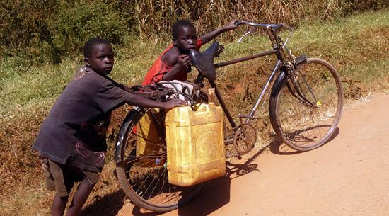 Sidetracked Shane Little in Oeganda