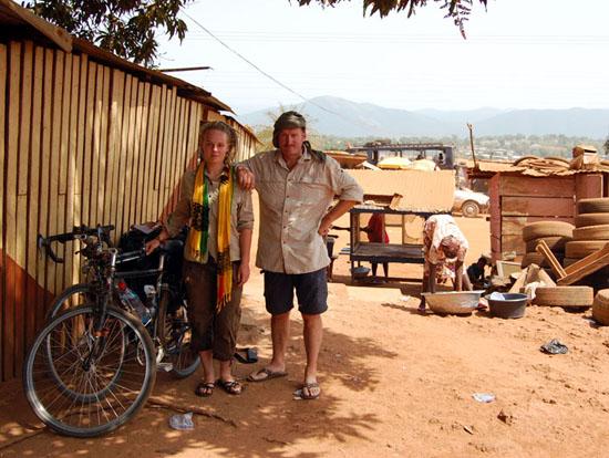 Roos en vader Henk in Ghana
